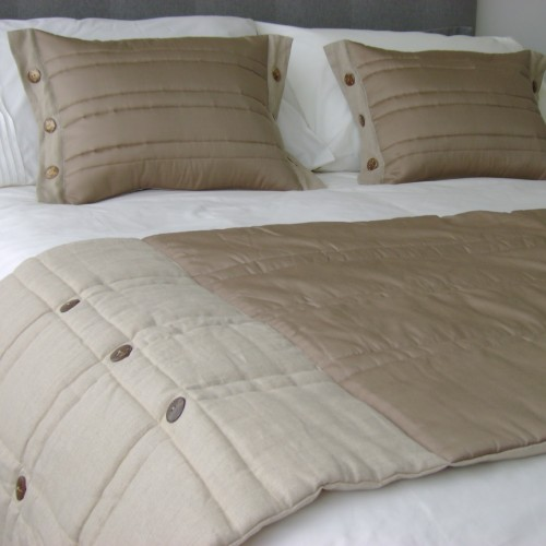 Coco Button bed runner - Coffee
