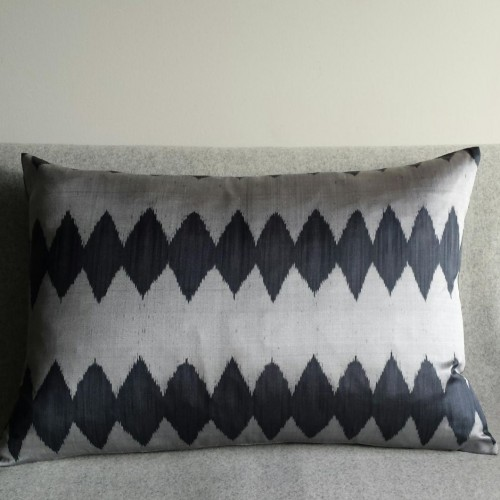 Ikat Diamond Row cushion - rectangular - silver grey