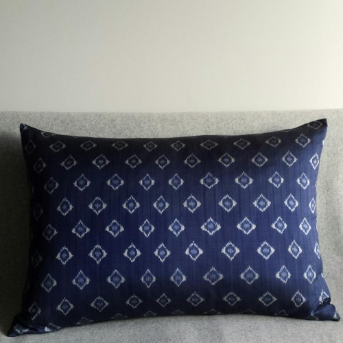 Ikat Diamond Spot cushion - rectangular - navy