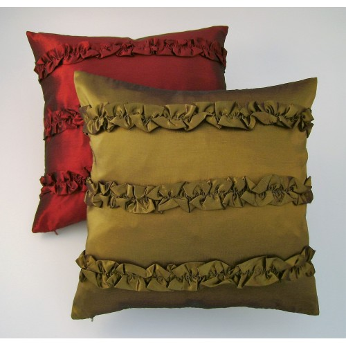 Ruffles cushion - square - olive green - or red