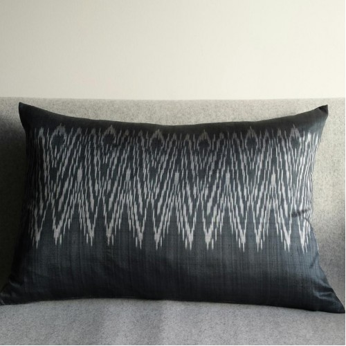 Ikat Zigzag cushion - rectangular - grey